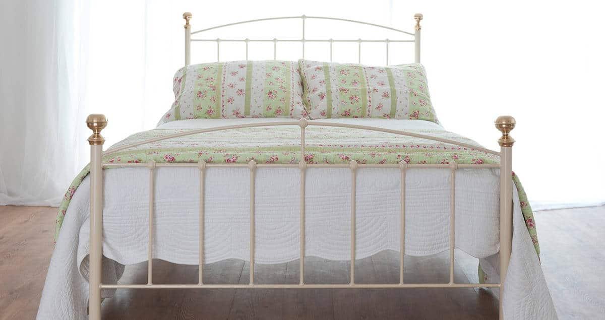 Jenny iron bed