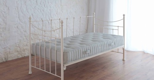 iron day bed with mattress