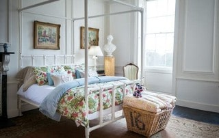 4 poster iron bed in ivory