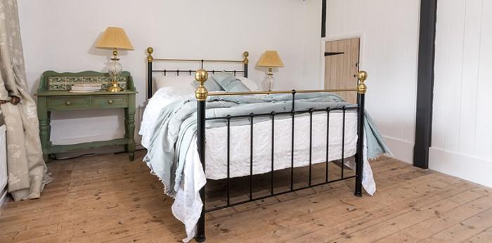full image - Albert iron & brass bed