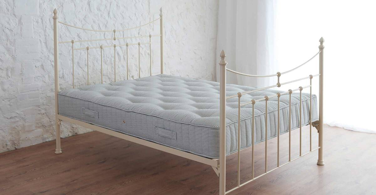 Lily Iron Bed