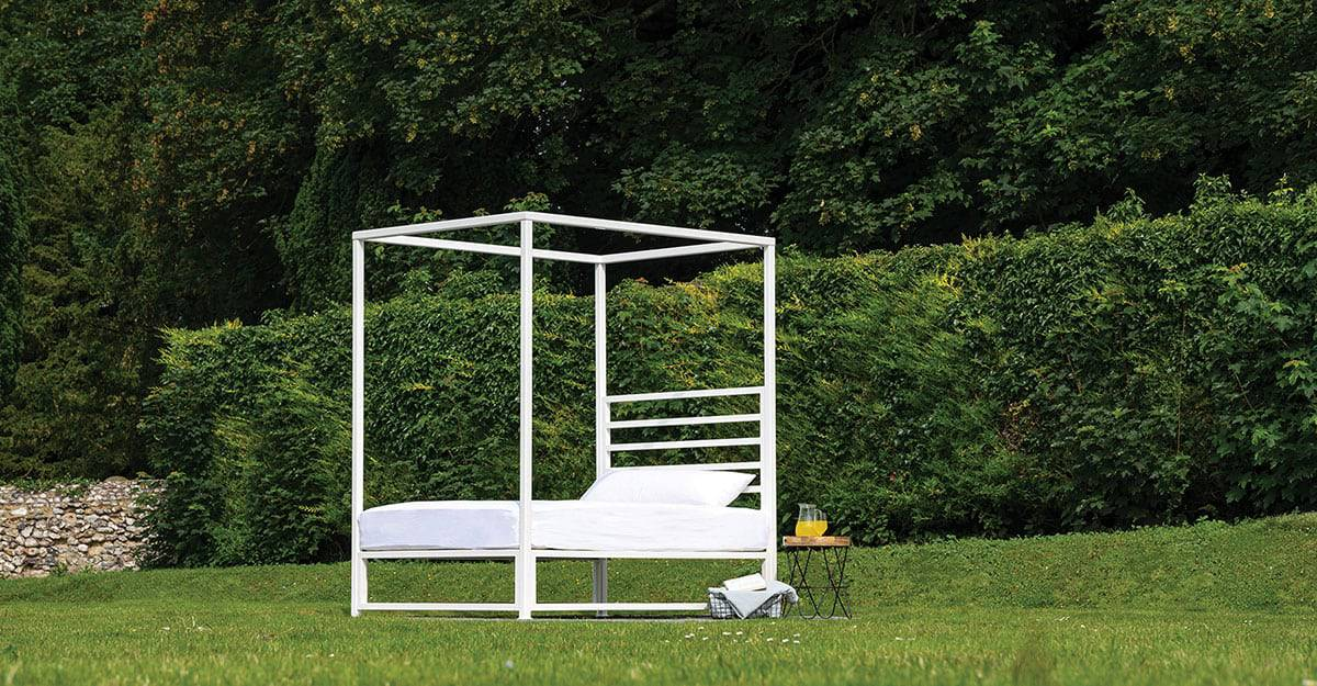 Sunna outdoor white iron bed